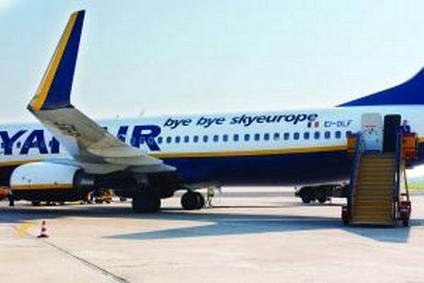 Nová báza Ryanairu v Bratislave výrazné zvýšenie premávky na letisku zatiaľ neprinesie. Počet letov by sa mal zvýšiť iba mierne.
