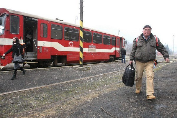 Cestovanie vlakom zadarmo sľúbil dôchodcom a študentom premiér Robert Fico ešte na júnovom sneme Smeru.