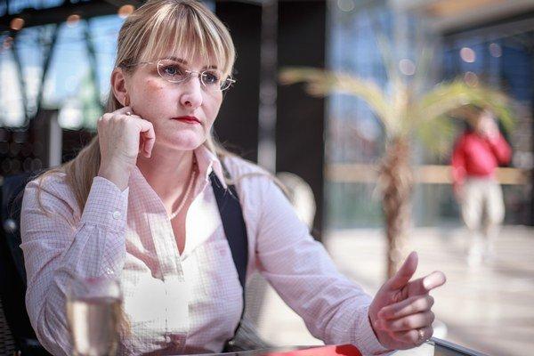 """Kaliňákova poradkyňa Tatiana Behrová verí, že nákupy cez web znížia vplyv """"bonboniérových tiet"""" na malé verejné zákazky."""