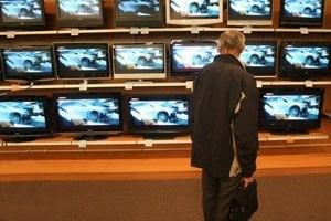 Futbal láka hlavne na kúpu nových televízorov.