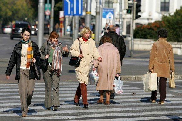 Prvé dôchodky z druhého piliera sa začnú vyplácať v roku 2015. Získa ich asi tritisíc sporiteľov.