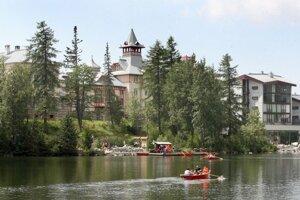 Akcionárom tatranských hotelov ponúka firma Kuponka odkúpenie akcií.
