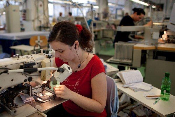 Firmy tvrdia, že rast minimálnej mzdy ohrozí najmä ľudí, ktorí ju dnes zarábajú.