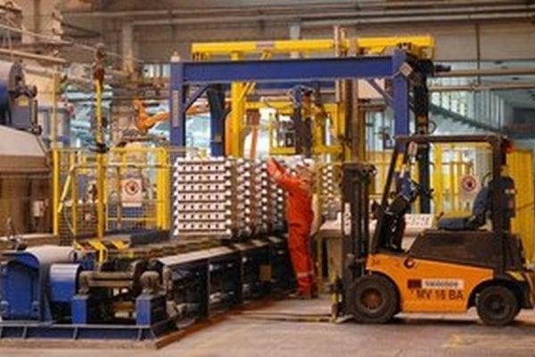 Na výrobu jednej tony hliníka minie Slovalco 14 megawatthodín elektriny. To je takmer päťkrát viac než minie bežná domácnosť za rok.