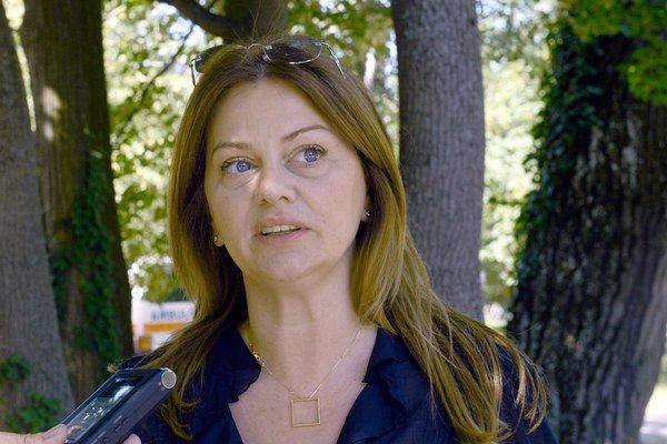 Kandidátka na bratislavskú županku Monika Beňová rieši malackú nemocnicu.
