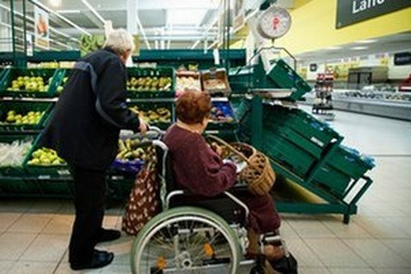 Zadlžení penzisti privítajú, že sa zvýši suma, na ktorú nemôže exekútor siahnuť.