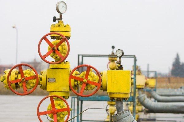 Štát už kontroluje ceny plynu cez regulačný úrad. Teraz zvažuje, či ich má mať pod kontrolou aj cez akcie v SPP.