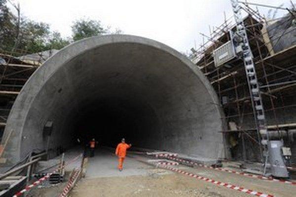 Súťaž o najdlhší tunel sa skomplikovala.