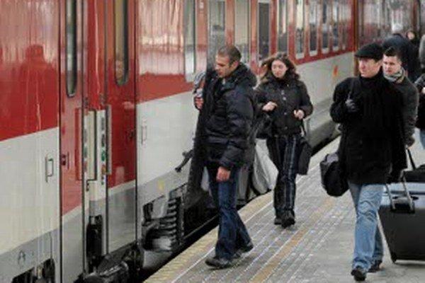 Železnice do cestovného poriadku zaradili nové spoje.