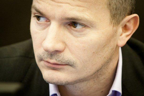 Minister dopravy Ján Počiatek pri uvedení návrhu novely kompetenčného zákona v druhom čítaní povedal, že umiestnenie Centrálneho koordinačného orgánu pre riadenie eurofondov je najracionálnejšie na Úrade vlády.