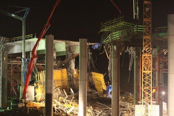 Váhostav vyhral aj zákazku na diaľnicu, pri stavbe ktorej zahynuli minulý rok štyria ľudia.