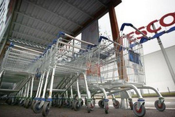 Nie všetky supermarkety s logom reťazca Tesco majú rovnaký sortiment či otváracie hodiny.