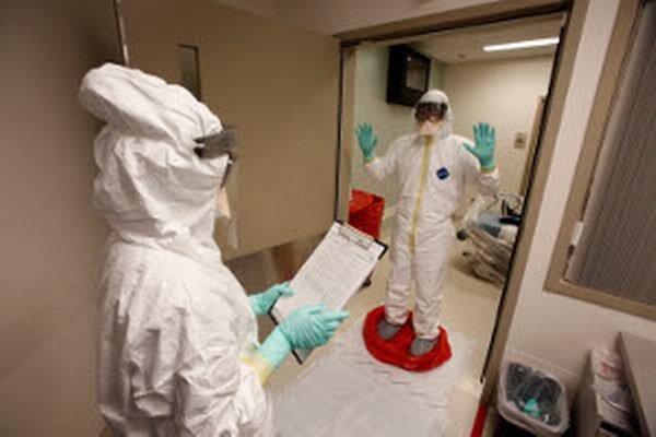 Pri kontakte s chorými na ebolu je potrebná špeciálna ochrana.
