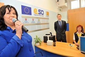 Týždeň predtým, ako vo funkcii šéfky Slovenskej pošty skončila, otvárala Marcela Hrdána poštách pracoviská, ktoré poskytujú služby verejnej správy.