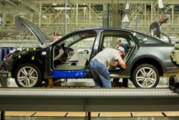 Rast výroby v automobilkách ťahá najviac našu ekonomiku.