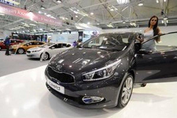 Nová KIA Cee`d bola predstavená aj na bratislavskom autosalóne v apríli. Automobilke sa napriek eurokríze na európskom trhu darí.