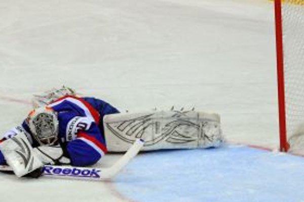 Hokejisti v prvých dvoch stretnutiach MS tesne prehrali.