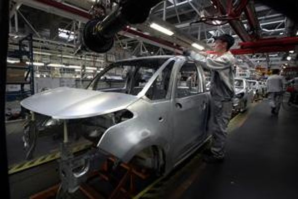 Ak by automobilky nerátali s výrobou nových modelov, zamestnanosť by klesla viac.