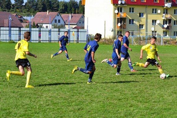 Nová Ľubovňa doma remizovala s Ľubotínom. Domáci otvorili skóre z penalty, ale hostia vyrovnali.
