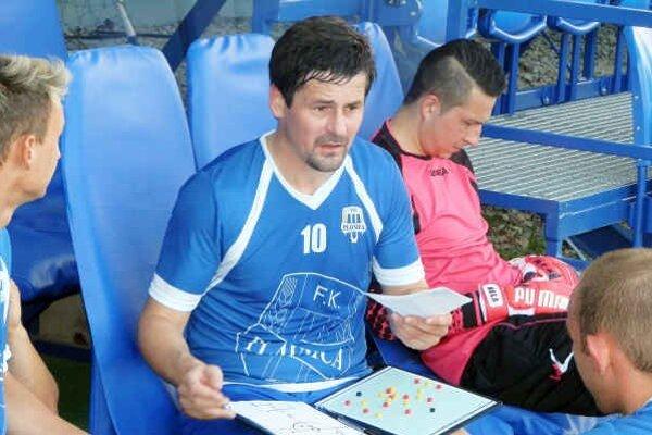 Hrajúci kouč Plavnice Ján Fröhlich. Tréner treťoligistu verí v napredovanie svojho tímu v budúcnosti.