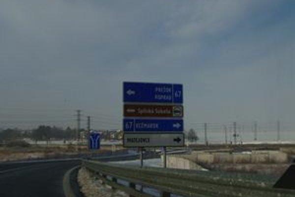 Kežmarok áno. Na malej tabuli sa objavil i nápis Kežmarok, Starú Ľubovňu sme však nenašli.