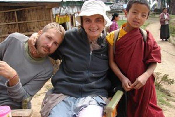 Slavo a Janka s malým školákom v Sikkime.
