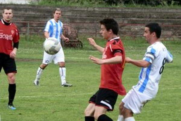 St. Ľubovňa znova naprázdno. Gorali (v červenom) sa v derby v Lipanoch nepresadili.