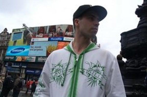 Záber z klipu pochádza z centra Londýna.
