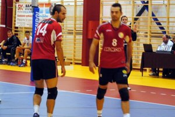 Darí sa. Staroľubovňania vyhrali druhý zápas v rade. Tomáš Gut (vľavo) patril v sobotu k najlepším.