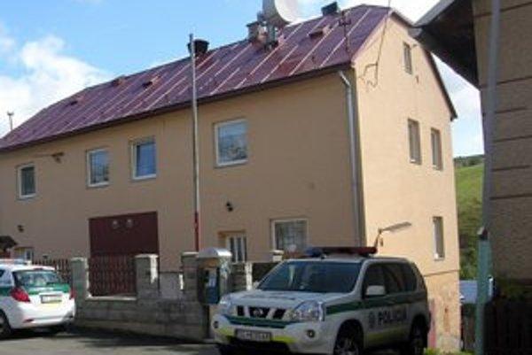 Litmanová. Budova obecného úradu v obci pod horou Zvir.