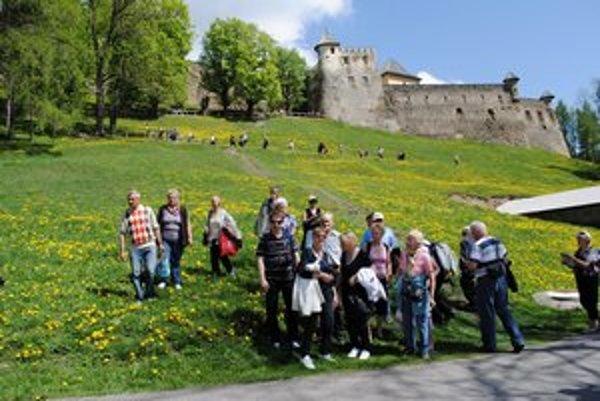 Sezóna sa začala. Na hrad prišli stovky, možno aj tisícky ľudí.