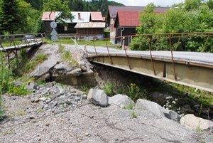 Sulín. Opravy mosta sa zatiaľ nedočká.