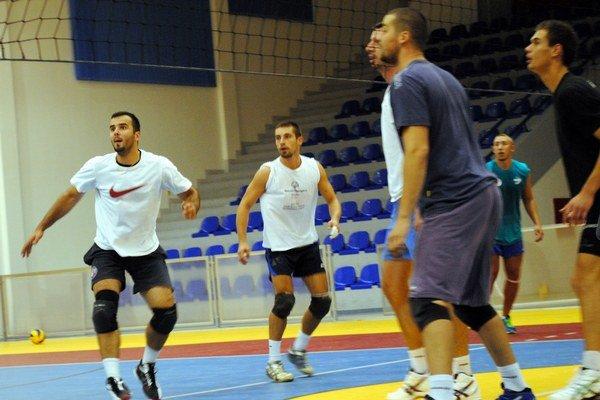 Volejbalisti Ľubovne sa pripravujú na prvý zápas.