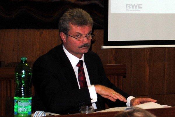 Primátor. Michal Biganič hovorí, že sa funkcie vo firme vzdal po voľbách.