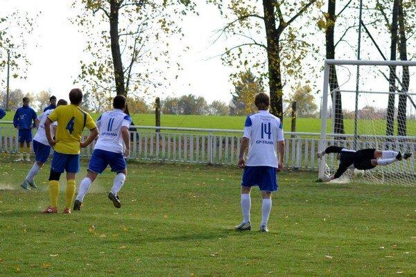 Premenená penalta. P. Janič takto vyrovnával stav.