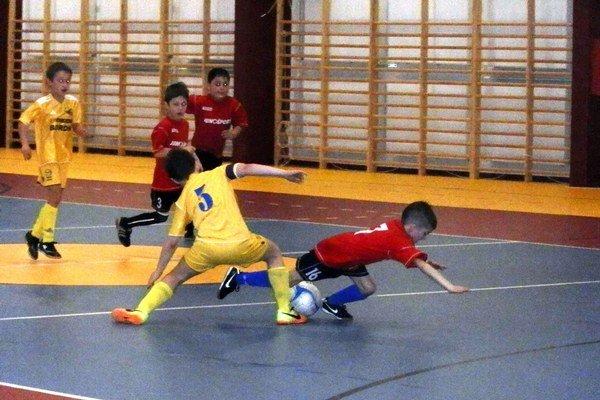 """Medzinárodný mládežnícky turnaj o """"Pohár Junošport Club Stará Ľubovňa"""". Zúčastnili sa ho aj dve domáce družstvá. Prvenstvo putovalo do Poľska."""