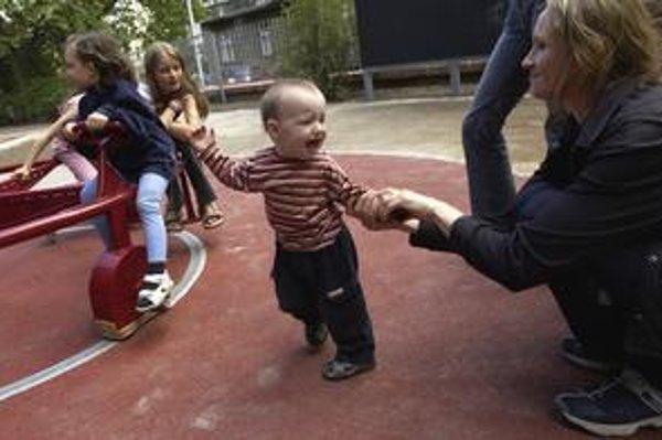 Poslanec Ľudovít Kaník z SDKÚ nechce, aby mali rodičia deti len pre príspevky.