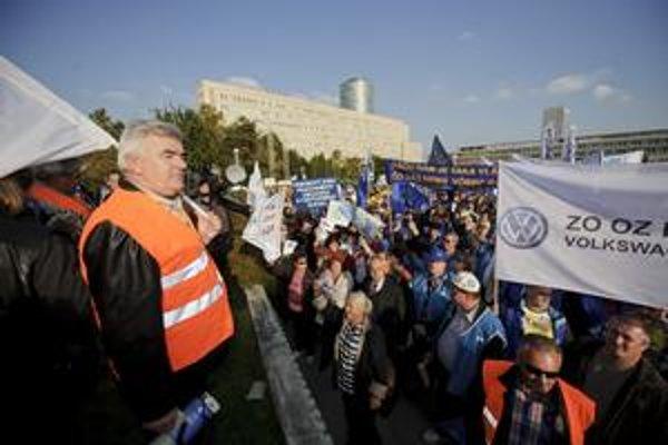 Protesty proti vládnym opatreniam nebudú prvé.
