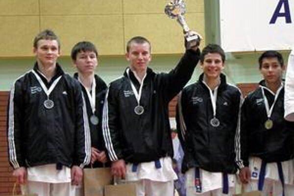 Mladí karatisti predviedli v poľskej Varšave opäť výborné výkony a dosiahli skvelé výsledky.