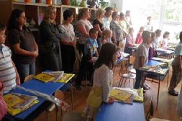 Prváčikovia z I.C na ulici Komenského prišli v sprievode rodičov či súrodencov.