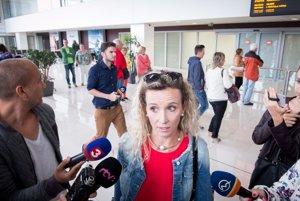 Slovenská dovolenkujúca počas rozhovoru pre médiá po prílete vládnym špeciálom z Nice na letisko M. R. Štefánika v Bratislave.