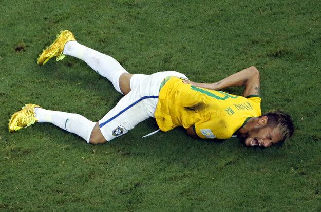 Neymar do súbojov o medaily na domácom šampionáte pred dvoma rokmi nezasiahol. Vo štvrťfinále ho zranil Kolumbijčan Zuniga.