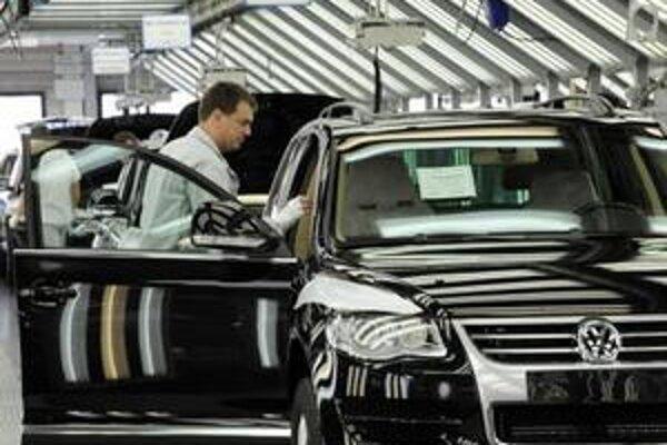 Zamestnanci Volkswagenu nie sú spokojní s platmi.