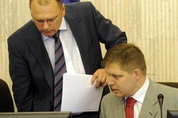 Minister Vážny a premiér Fico si po schválení financovania súkromnej cesty R1 pochvaľovali, že je bez záruk štátu.