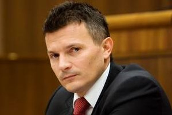 Exministri financií odkazujú súčasnému ministrovi Počiatkovi, že rozpočet treba ihneď prerátať.