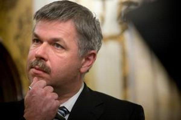 NBS pod vedením guvernéra Ivana Šramka nesúhlasí s návrhom poplatkov pre DSS, ktorý prešiel vo  vláde. ⋌FOTO – SITA
