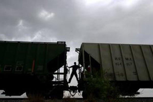 Hospodárska kríza je už aj na železnici, prázdnych nákladných vagónov pribúda.
