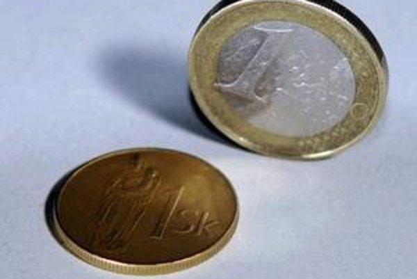 Postupne rastie aj počet ľudí, ktorí majú v peňaženkách len eurové mince či bankovky.