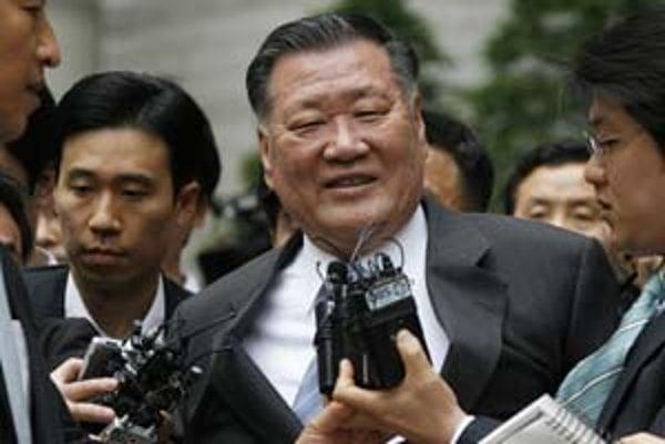 Dôvod byť spokojný má šéf Hyundai Chung Mong-koo. Vyhol sa totiž väzeniu.