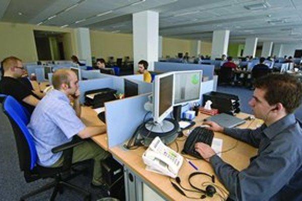 Vyškolení zamestnanci na dočasnej telefonickej linke sa podľa ministerky Viery Tomanovej budú snažiť objektívne posúdiť situáciu občana, či je preňho 2. pilier výhodný.